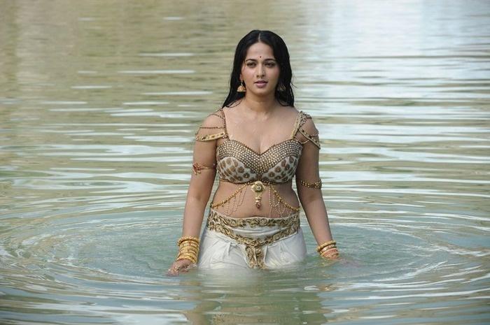 Shetty hot anushka Anushka Shetty